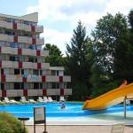 pohled na venkovní letní bazén