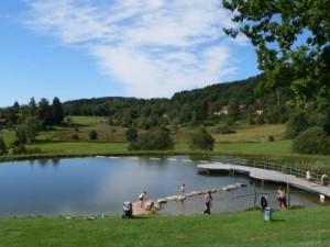 sankt-englmar-bayerischer-wald-ausflugsziel-naturbadeweiher-badesee